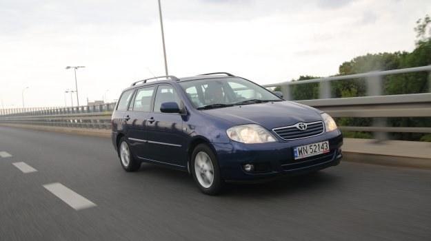 Przypadek tej Corolli potwierdza, że jeśli chce się kupić samochód bezproblemowy, trzeba wybrać jak najprostszą wersję silnikową. /Motor