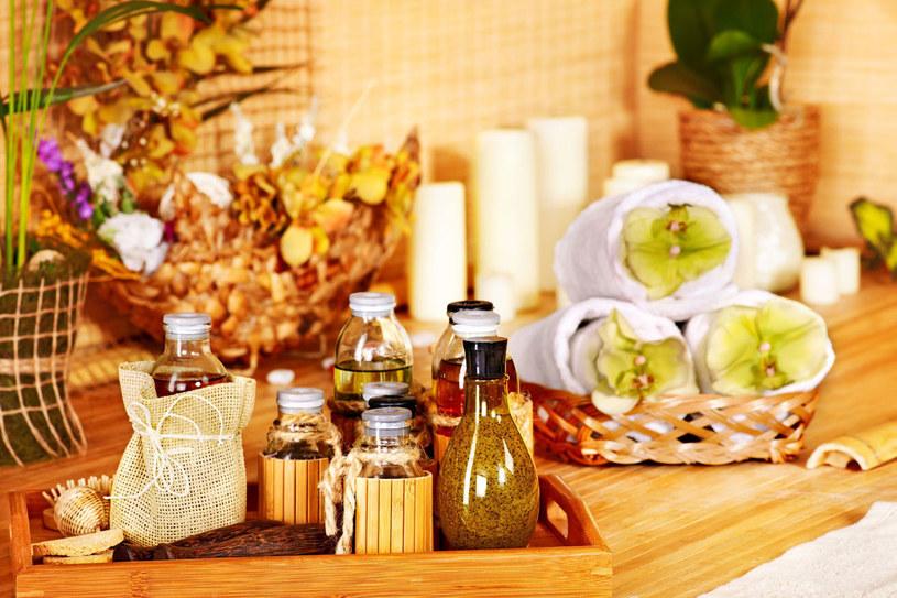 Przyprawy i artykuły spożywcze nie tylko przydadzą się w kuchni, ale i w łazience /123RF/PICSEL