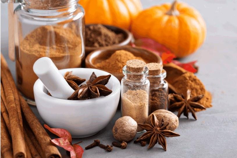 Przyprawy korzenne to nie tylko piekne aromaty /123RF/PICSEL