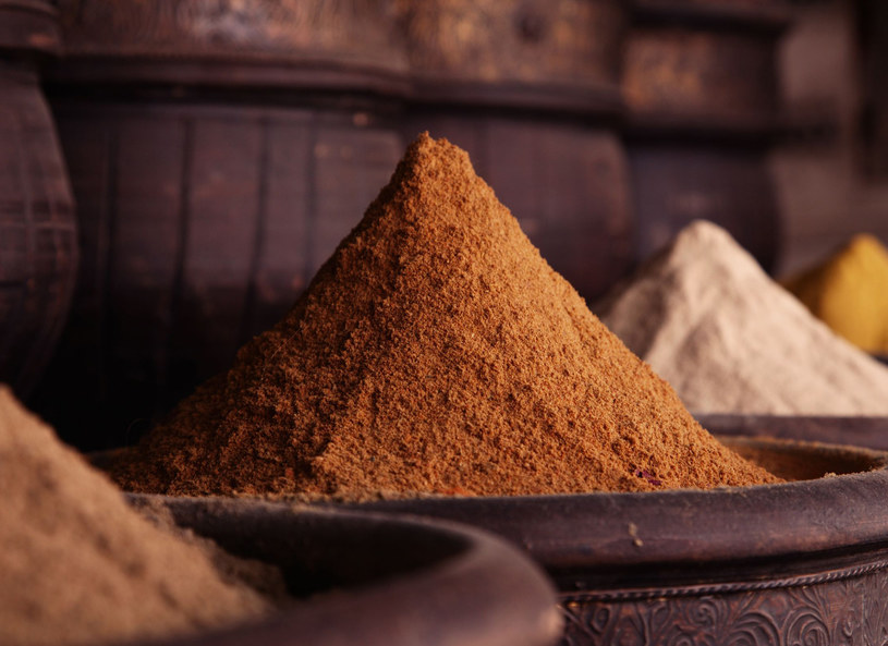 Przyprawy rozgrzeją i dodadzą potrawom aromatu /123RF/PICSEL