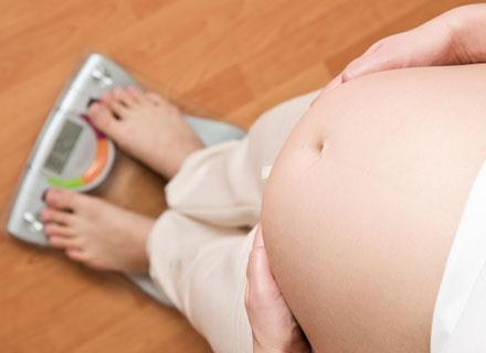 Przyrost masy ciała w ciąży średnio wynosi około 12-13 kg /© Panthermedia