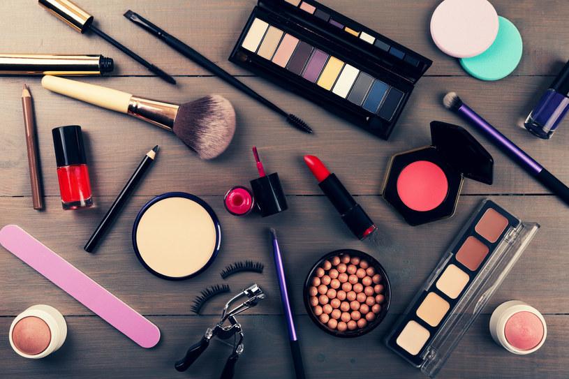 Przyrządy do makijażu należy regularnie czyścić i dezynfekować /123RF/PICSEL