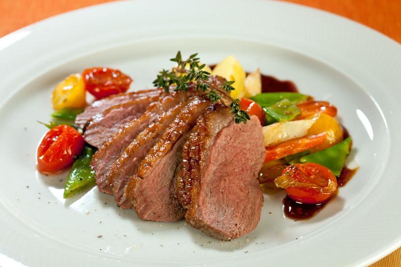 Przyrządzaj potrawy ze świeżych i tanich o tej porze roku warzyw oraz owoców /123RF/PICSEL