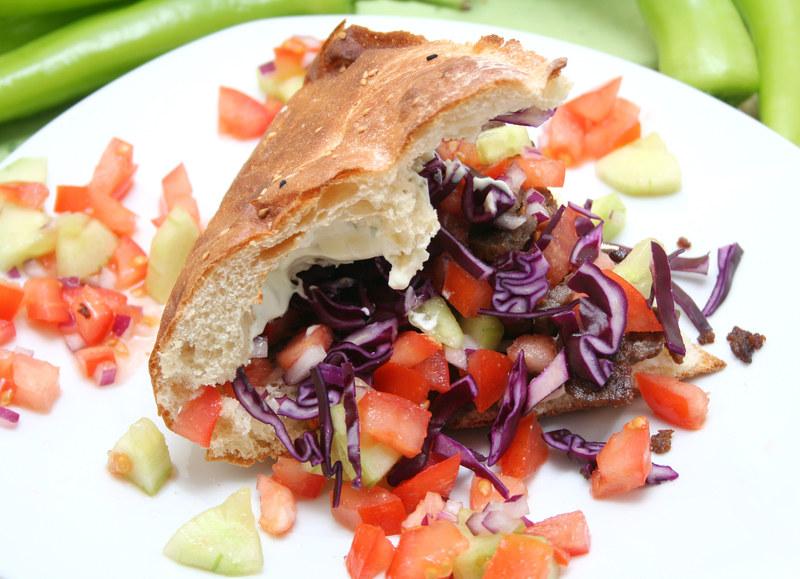 Przyrządzając kebab samodzielnie masz pewność, że wszystkie składniki są świeże i zdrowe  /© Panthermedia