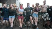 Przystanek Woodstock 2014: Występ toples na małej scenie. Relacja z drugiego dnia