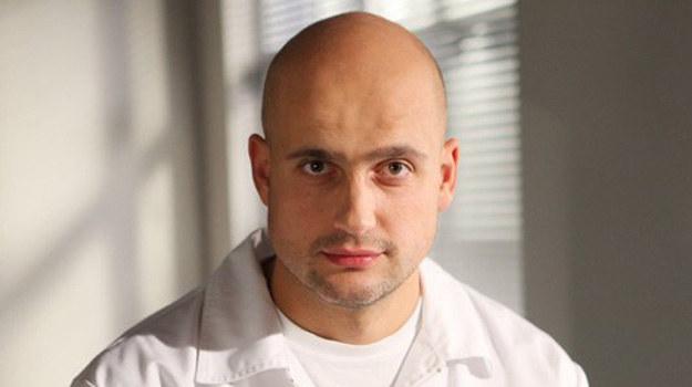 Przystojny doktor robi wrażenie na pacjentkach szpitala w Leśnej Górze. /ARTRAMA