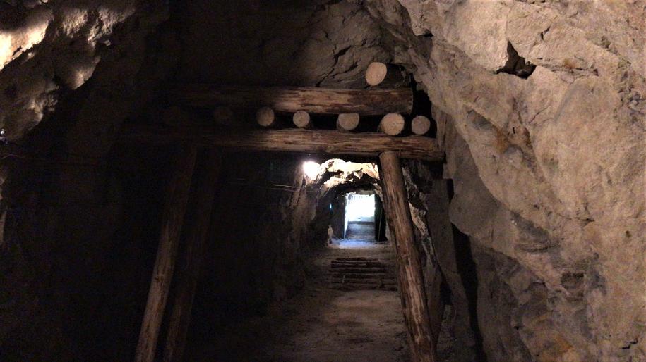Przystosowanie tuneli do ruchu turystycznego i budowa specjalnych szybów z klatkami schodowymi kosztowała 3,5 mln złotych. /Bartek Paulus /RMF FM
