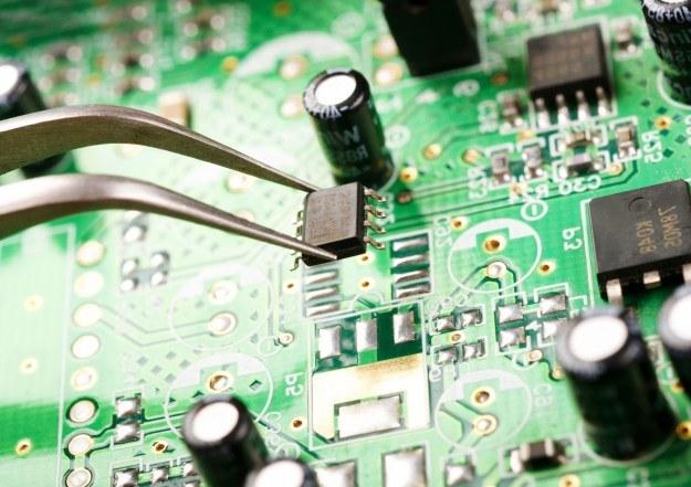 Przyszłość elektroniki to nanofotonika /123RF/PICSEL