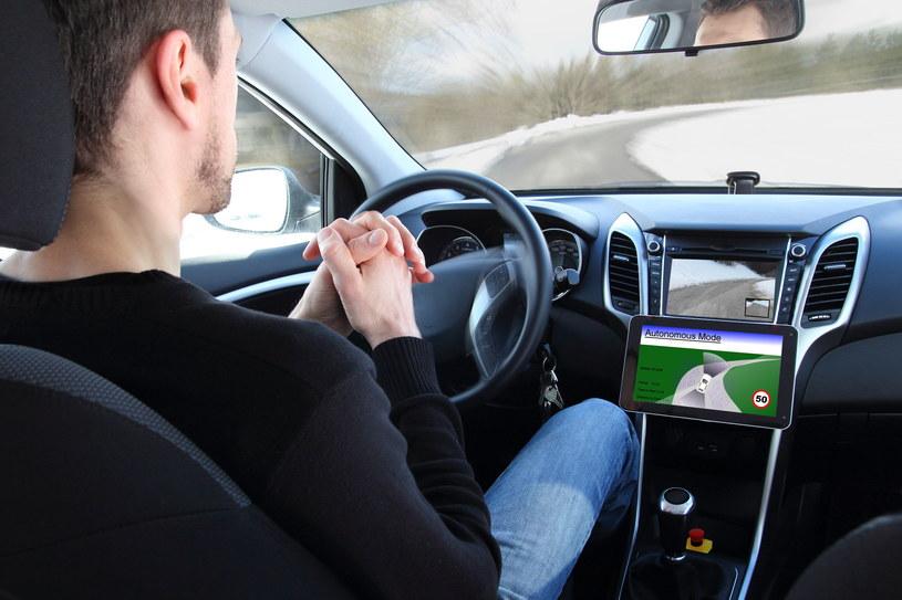 Przyszłość to samochody w 100 proc. elektryczne oraz autonomiczne /123RF/PICSEL