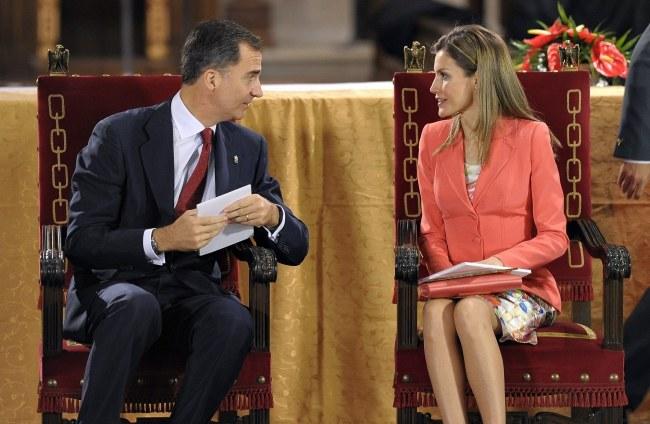 Przyszły monarcha Hiszpanii wraz z małżonką Letizią /VILLAR LOPEZ /PAP/EPA