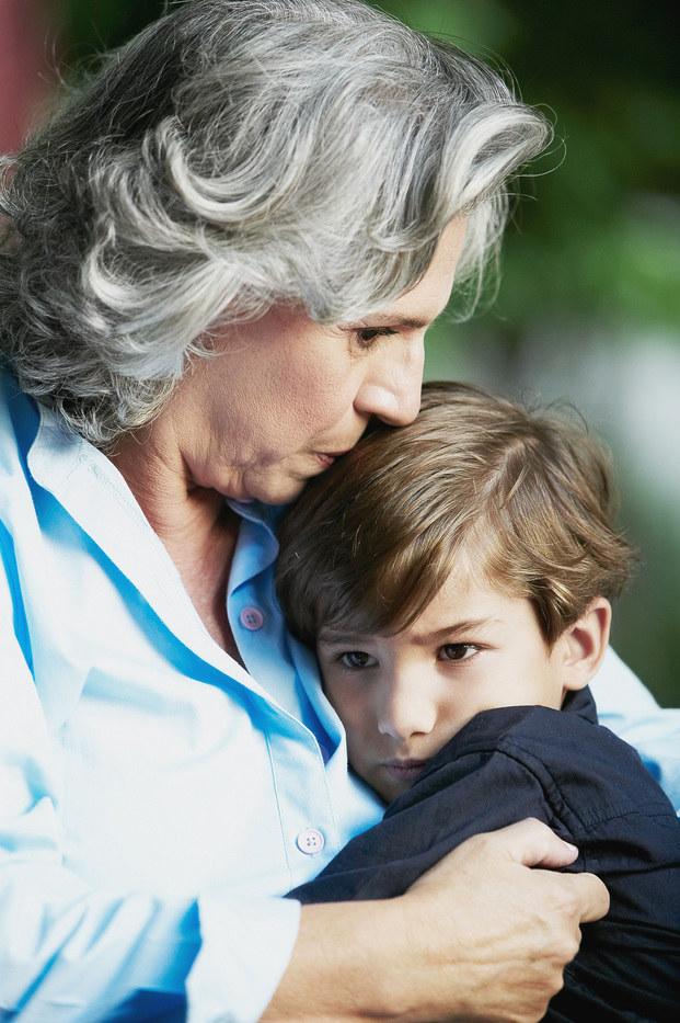 przytulanie dzieci /© Photogenica