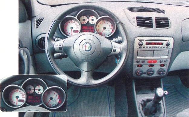 Przytulny kokpit 147 swoim sportowym wyglądem zachęca do pełnego korzystania z mocy auta. /Motor