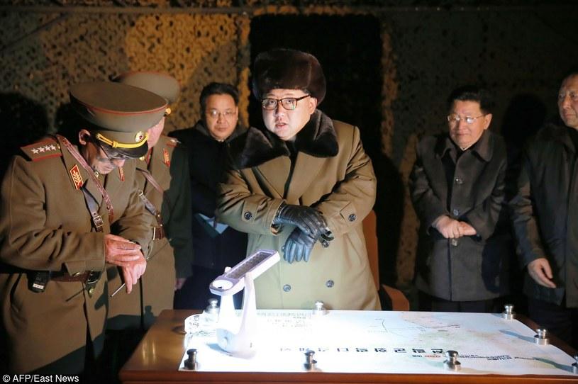 Przywódca Korei Północnej Kim Dzong Un na ćwiczeniach wojskowych, zdj. ilustracyjne /KNS/AFP /East News