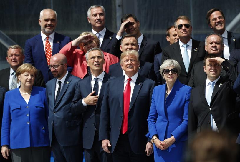 Przywódcy państw podczas szczytu NATO /PAP/EPA