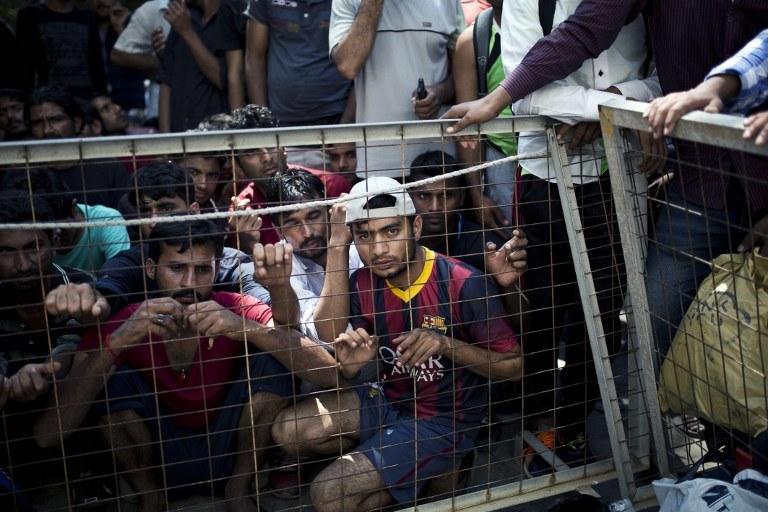 Przywódcy UE zobowiązali się do przejęcia od narażonych na presję migracyjną Włoch i Grecji 40 tysięcy imigrantów /AFP