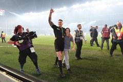 PŚ w rugby: Ochroniarz przewrócił młodego kibica, świeżo upieczony mistrz oddał mu swój medal!