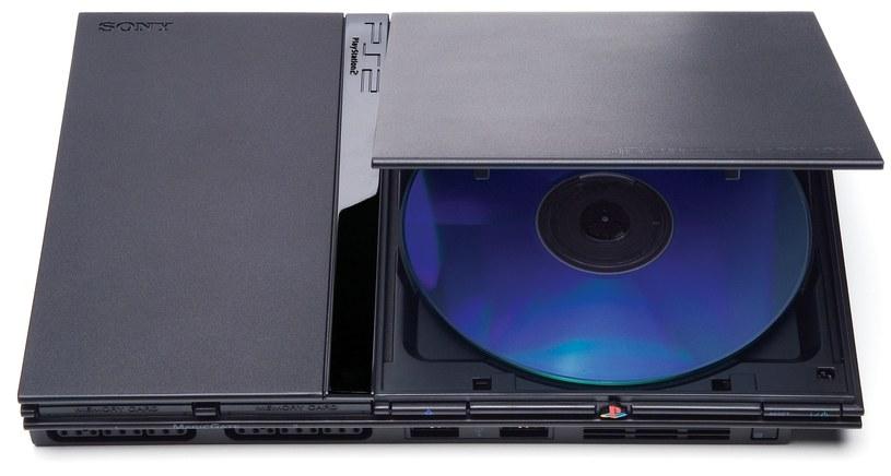 PS2 Slim - odświeżona wersja drugiej konsoli Sony /materiały prasowe