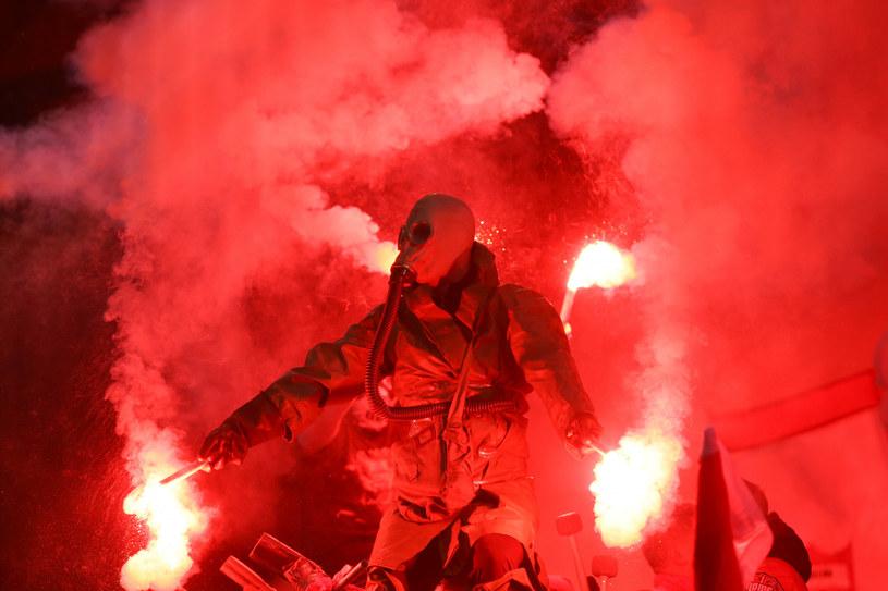 Pseudokibic podczas meczu Widzew - Legia /Beata Zawadzka /East News