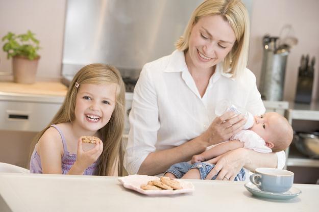 PSL proponuje zwiększanie kapitału emerytalnego rodziców o 10 proc. za każde dziecko /© Panthermedia