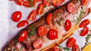 Pstrąg na pomidorach
