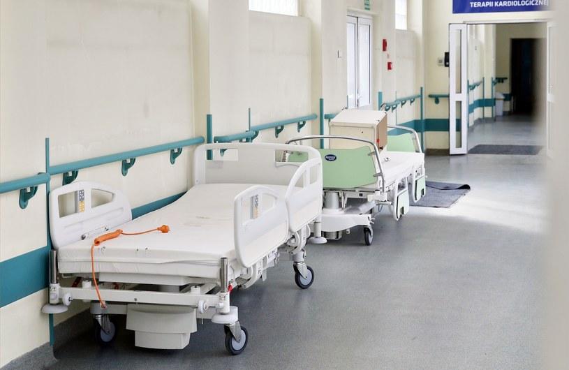 Psychiatrzy alarmują: specjalistów ubywa, a coraz większej liczbie oddziałów grozi zamknięcie /MONKPRESS/East News /East News