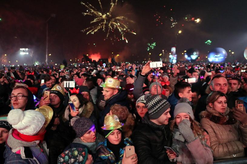 Publiczność wita Nowy Rok podczas Sylwestra Marzeń z Dwójką /Grzegorz Momot /PAP