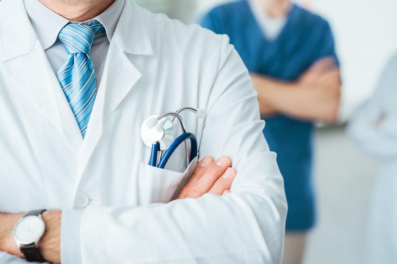Publiczny i prywatny system świadczeń medycznych to zdaniem ekspertów system naczyń połączonych. Fot. Andrea De Martin /123RF/PICSEL