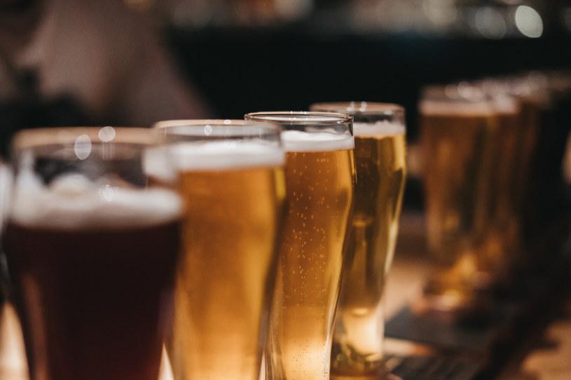 Puby musiały pozbyć się milionów litrów piwa /123RF/PICSEL