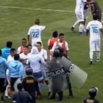 Puchar Peru. Ćwierćfinał zakończony bijatyką. Piłkarze opuszczali stadion w przyczepie dla koni