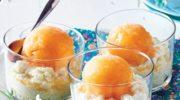 Pucharki z sorbetem brzoskwiniowym