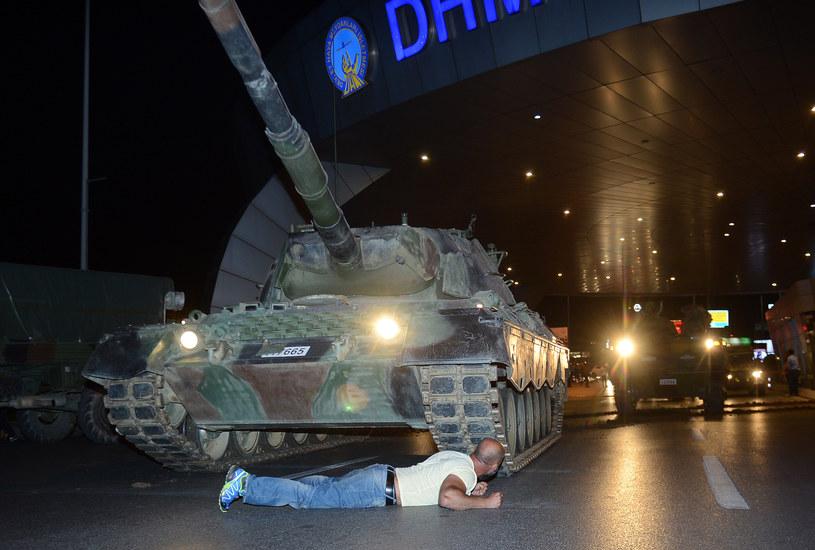 Pucz spodował chaos na ulicach /Reuters /Agencja FORUM