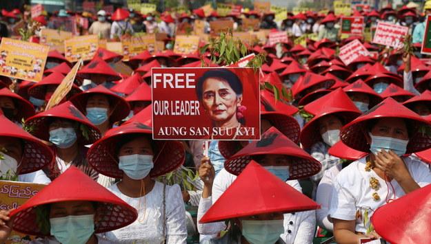 Pucz w Mjanmie /KAUNG ZAW HEIN /PAP/EPA