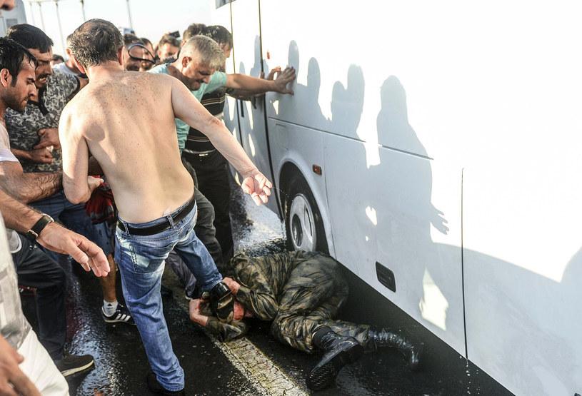 Puczystów niejednokrotnie linczowano na ulicach /AFP