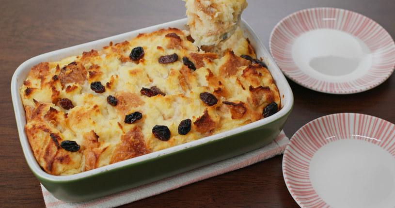 Pudding chlebowy to świetny pomysł na lekkie śniadanie, lunch lub podwieczorek /123RF/PICSEL