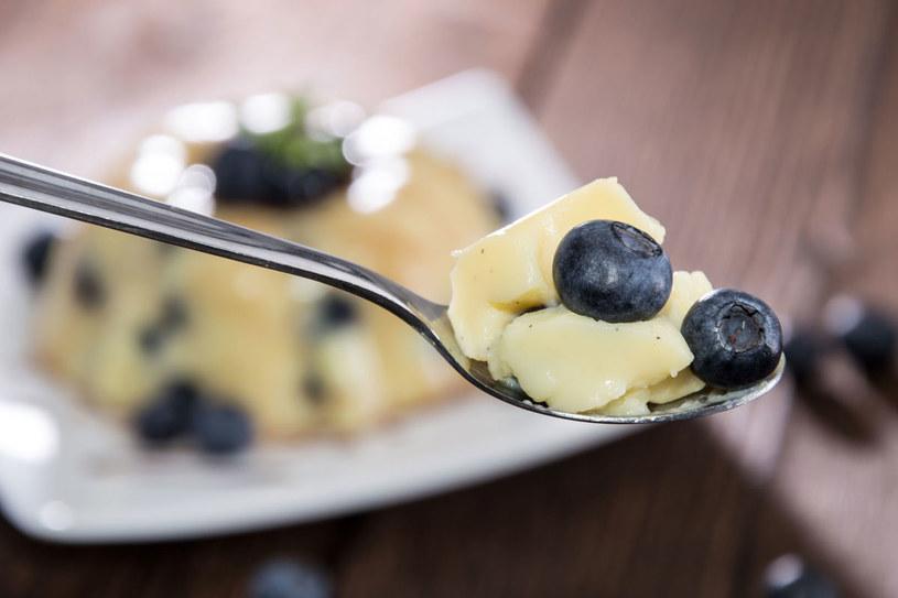 Pudding leśny z kaszy manny /123RF/PICSEL