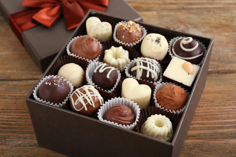 Pudełko czekoladek może nie być dobrym pomysłem na prezent /123RF/PICSEL