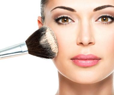 Puder sypki - kosmetyk wielozadaniowy