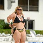 Pulchna mistrzyni odchudzania szaleje w bikini!