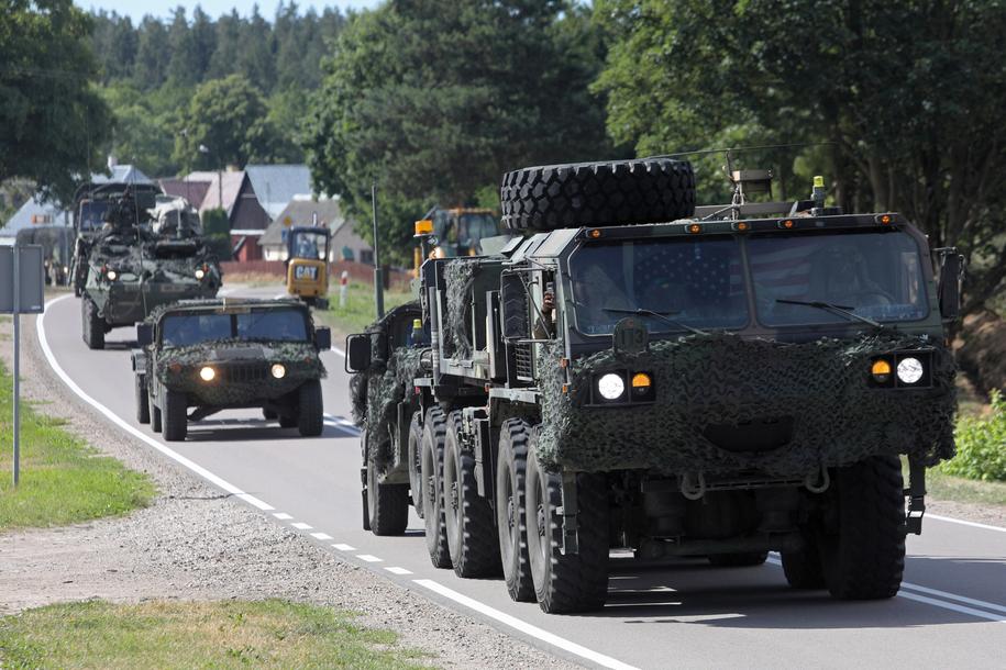 Pułk Kawalerii Armii Stanów Zjednoczonych w drodze do przekroczenia granicy polsko-litewskiej na zdjęciu z 7 czerwca /Artur Reszko /PAP