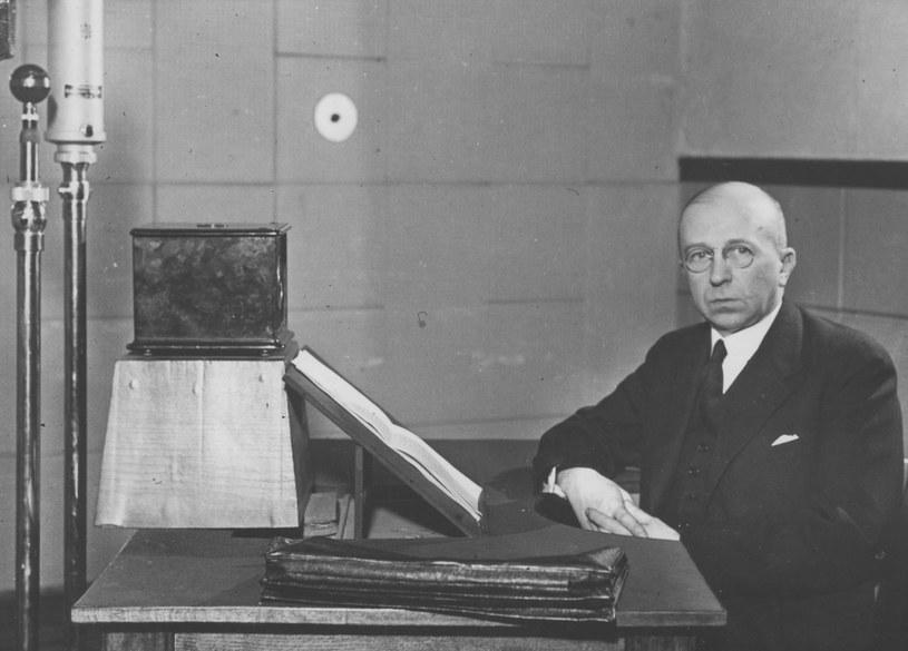 Pułkownik Adam Koc podczas przemówienia radiowego /Z archiwum Narodowego Archiwum Cyfrowego