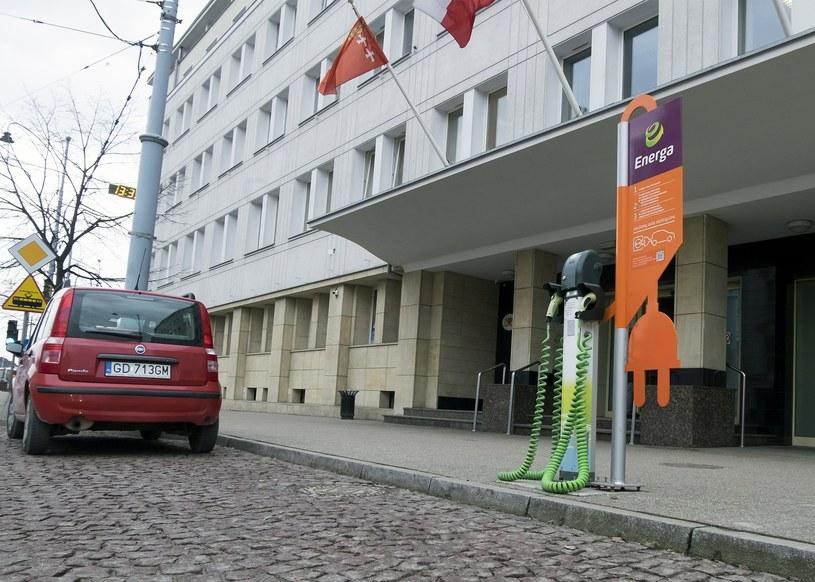 Punkt ładowania samochodów uruchomiony przez Energę /Marek Michalak /East News