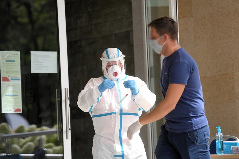 Punkt pobrań wymazów do testów na koronawirusa. /Piotr Nowak /PAP