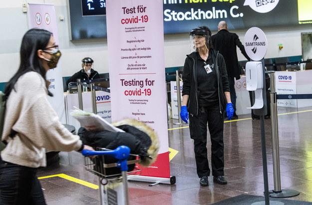 Punkt robienia testu na koronawirusa na lotnisku Arlanda w Sztokholmie /TT NEWS AGENCY /PAP/EPA