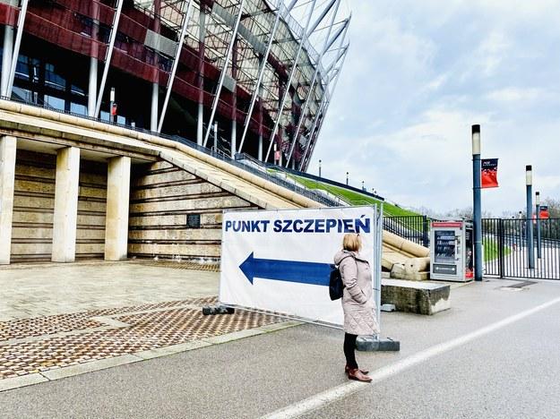 Punkt szczepień w Warszawie, zorganizowany na Stadionie Narodowym /Karolina Bereza /RMF FM