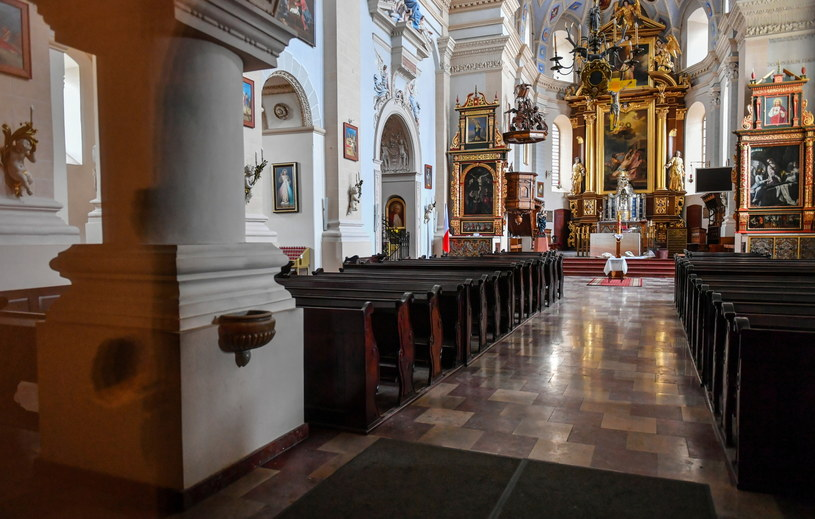 Pusty kościół w Kazimierzu Dolnym /Wojtek Jargiło /PAP