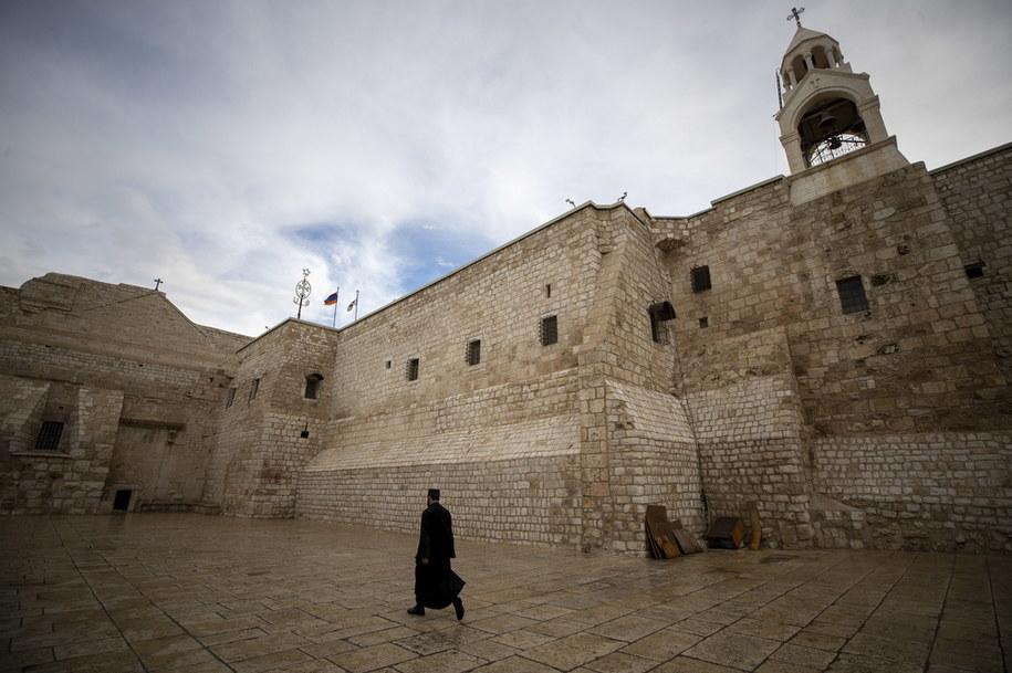 Pusty plac przed świątynią w Betlejem /ATEF SAFADI  /PAP/EPA