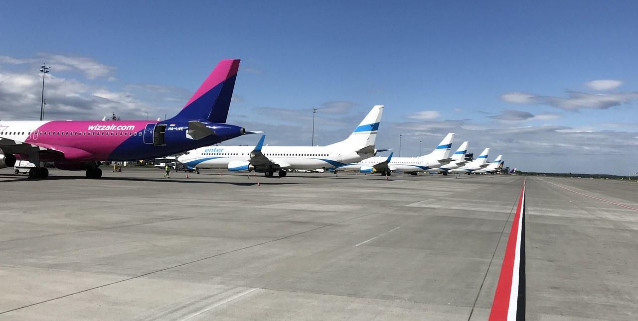 Pusty terminal, uziemione samoloty. Przygotowania do wznowienia lotów w Pyrzowicach