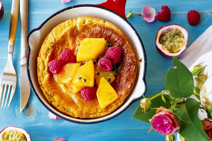 Puszysty omlet z marakują i persymoną /PANI