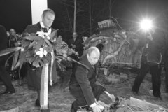 Putin i Tusk złożyli kwiaty na miejscu katastrofy