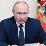 """Putin: Rosja """"wybije zęby"""" wszystkim, którzy spróbują coś od niej uszczknąć"""